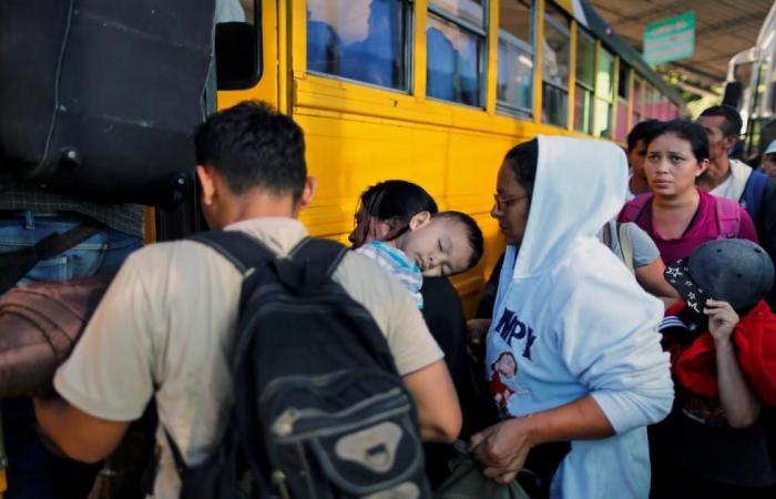 دولي   قافلة مهاجرين جديدة تشد الرحال صوب الولايات المتحدة