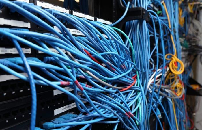 شركات التكنولوجيا تتصارع للتحكم في كابلات الإنترنت البحرية