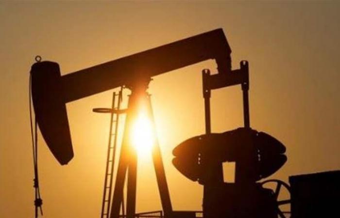 النفط يتراجع مع ارتفاع الإنتاج الأمبركي