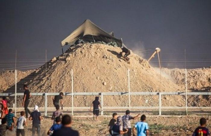 فلسطين | شبان يحرقون مرصداً عسكرياً إسرائيلياً شرقي البريج