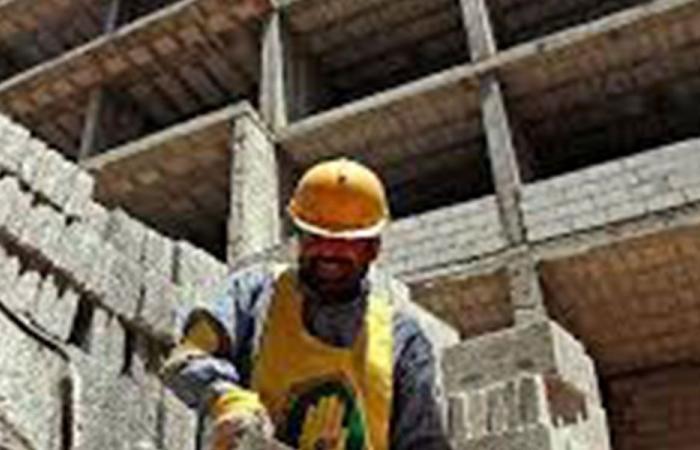 سقوط عامل سوري من ورشة بناء في عنايا
