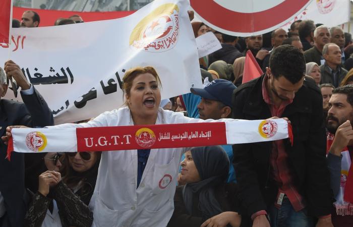 """آلاف المتظاهرين يملأون شوارع تونس.. """"ثورة بطون خاوية"""""""