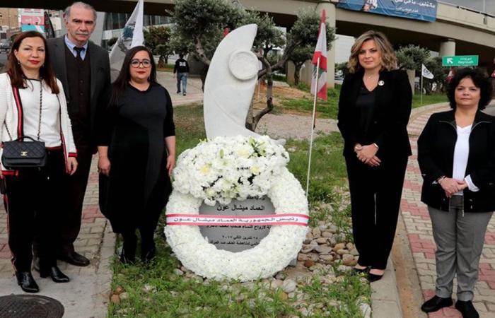 إكليل من روكز ممثلة عون على نصب النساء في بعبدا