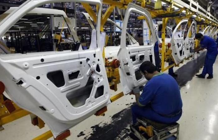 إيران | إيران.. نصف العاملين في صناعة السيارات مهددون بالتسريح