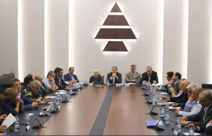 """""""الكتائب"""": أمام عون والحريري فرصة تاريخية لإنقاذ لبنان"""