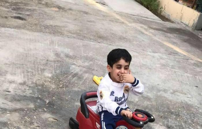 الخليح | شاهد شجاعة طفل معاق.. تبرع بخلاياه الجذعية لشقيقتيه