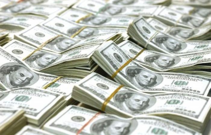 رجل اعمال اماراتي يتسبب في هزة بالبنوك الأوروبية سحب أموال بقيمة 500 مليون دولار