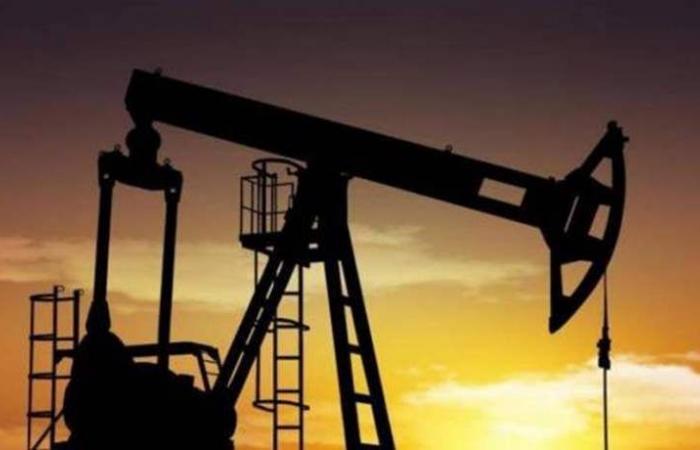 النفط يرتفع قبيل اجتماع العشرين.. لكن نمو المعروض يكبح المكاسب