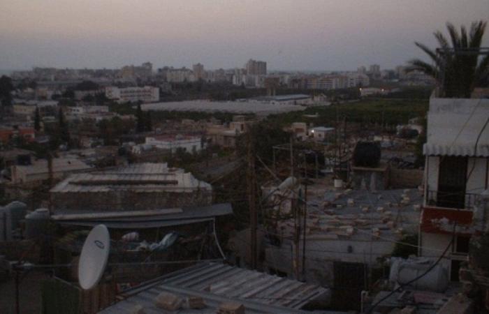 جريحة بانهيار سقف منزل في مخيم المعشوق