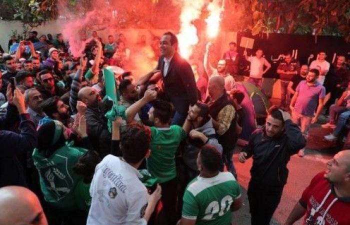 اتحاد كرة القدم يوقف نبيل بدر ويمنع جمهور الانصار من دخول الملعب حتى نهاية الذهاب