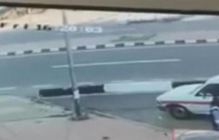 الخليح | بالفيديو.. أسرع لإنقاذ ابنه فتعرضا للدهس
