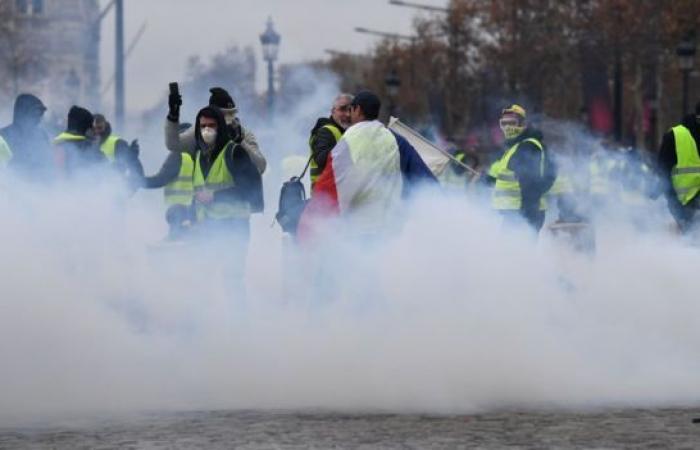 """حركة """"السترات الصفراء"""".. اعتقال عشرات المتظاهرين في باريس"""