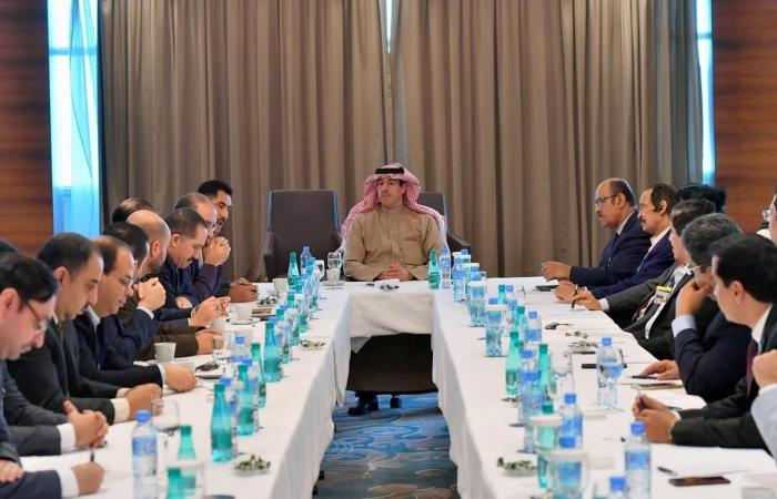 الخليح   وزير الإعلام السعودي يلتقي رؤساء تحرير وكتاباً جزائريين