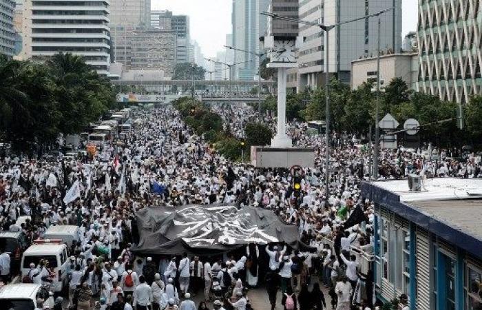 الإسلاميون في اندونيسيا يعرضون قوتهم قبيل الانتخابات