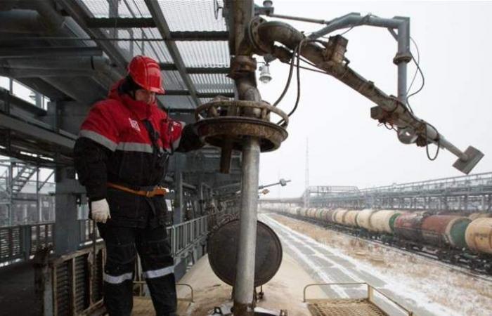 أسعار النفط تنخفض بفعل مخاوف النمو العالمي