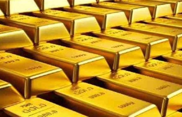 الذهب ينزل عن ذروة 5 أسابيع مع صعود الدولار