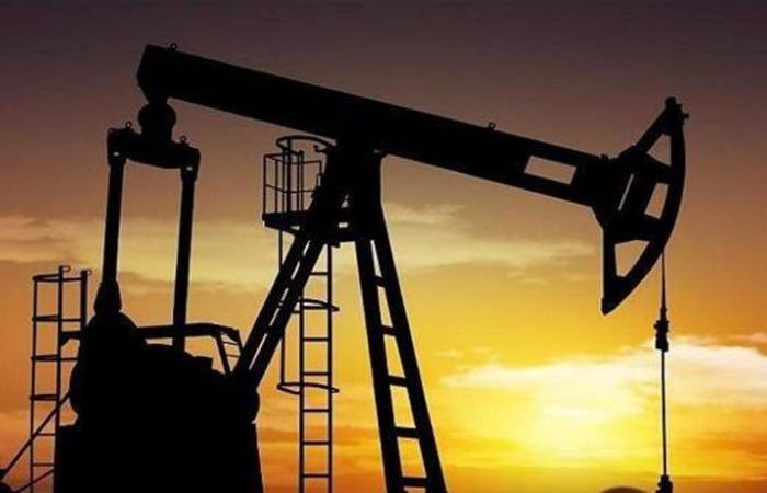 النفط ينخفض.. بانتظار 'القرار الروسي'!