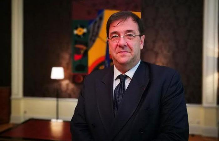 السفير الفرنسي يحذر: غياب الحكومة في لبنان خطر