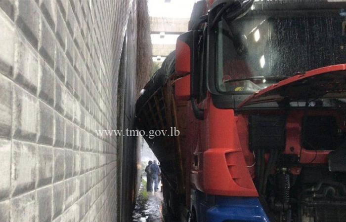 تغريم سائق شاحنة بسبب الحمولة الزائدة
