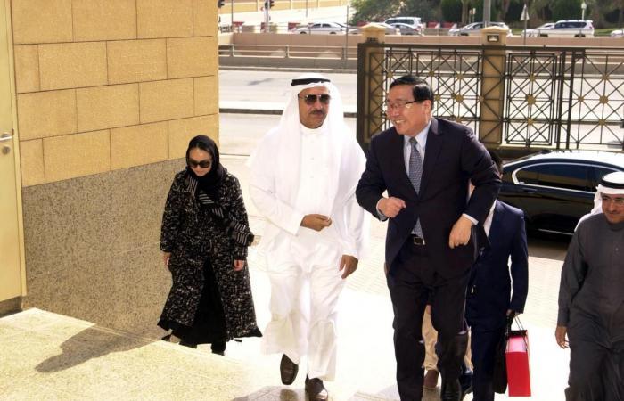 """الخليح   هذه قصة """"الريال الفضي"""" الذي أهدته السعودية للصين"""