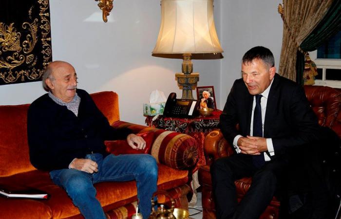جنبلاط عرض مع لازاريني التطورات في لبنان