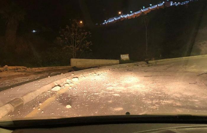 بالصور: اصطدام سيارة بحاجز اسمنتي في طبرجا