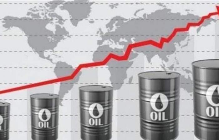 النفط يصعد من أدنى مستوياته في 14 شهرا