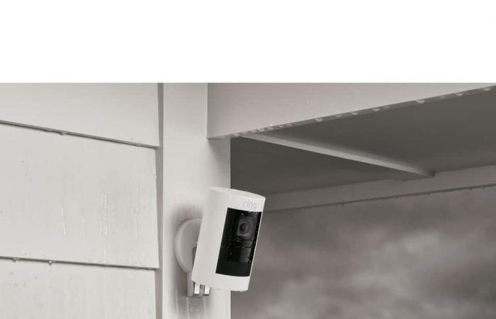 رينغ تطرح أولى كاميراتها الأمنية للاستخدام الداخلي والخارجي