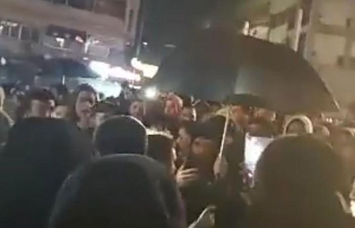 لليوم الثاني.. تجمع في طرابلس تنديدا بالظلم والفساد
