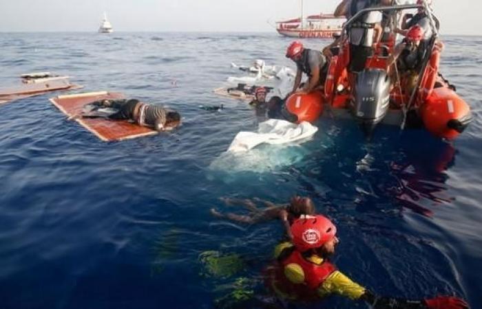 الجزائر.. مقتل 20 مهاجراً إثر إحتراق قاربهم في البحر