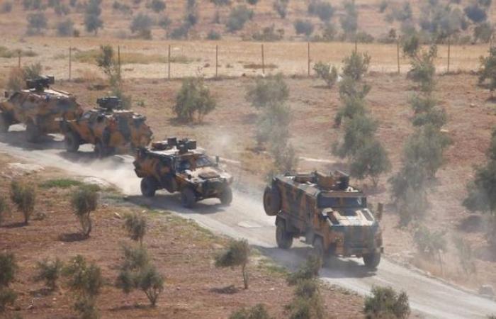 سوريا | عشرات الدبابات و إعلان للتأهب .. تعزيزات عسكرية تركية تصل إلى الخطوط الأمامية في الشمال السوري