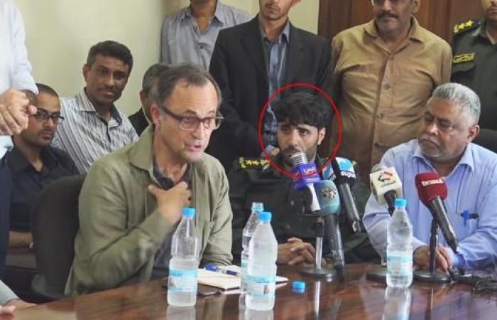 اليمن | مقرب من زعيم الحوثيين يظهر بزي عسكري للجيش اليمني