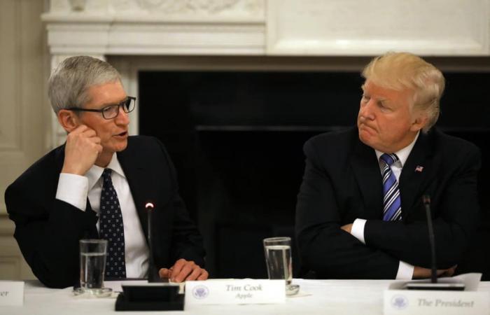 ترامب يطلب من آبل تصنيع آيفون في الولايات المتحدة