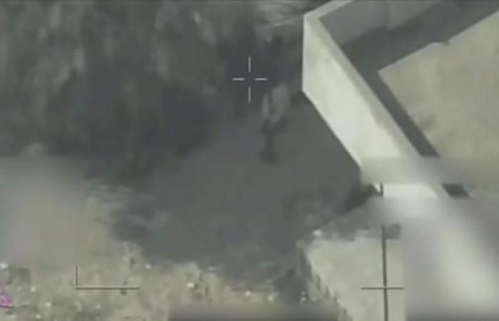 اليمن | فيديو.. مخزن أسلحة وسط البيوت ومسلحون حوثيون داخل مدرسة