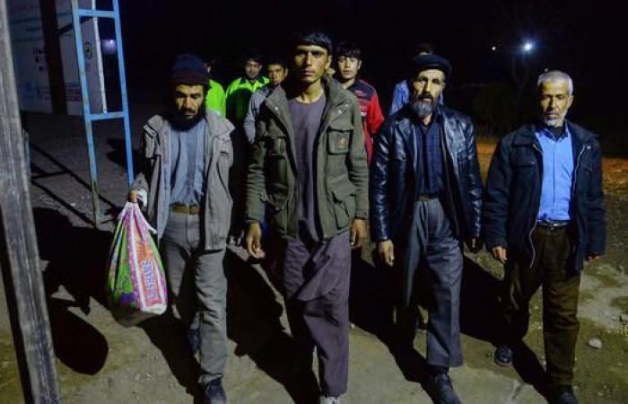 إيران   بسبب تدهور الاقتصاد.. مئات آلاف الأفغان يهجرون إيران