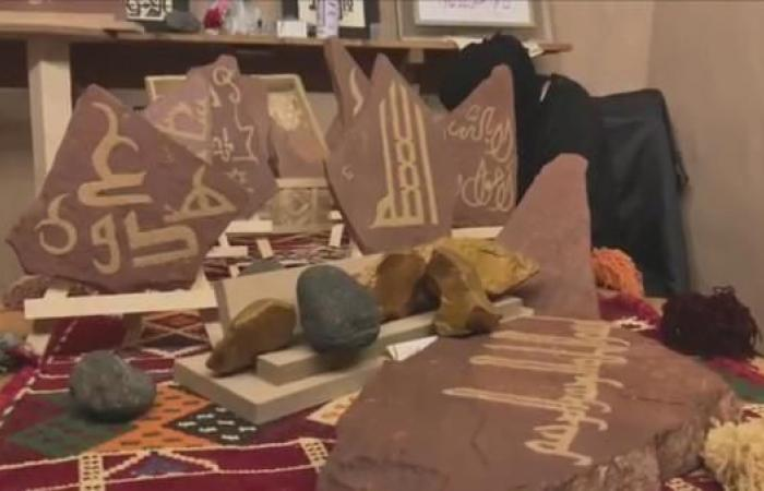 الخليح | شاهد.. فتيات العلا يحولن الصخور إلى هدايا لضيوف طنطورة