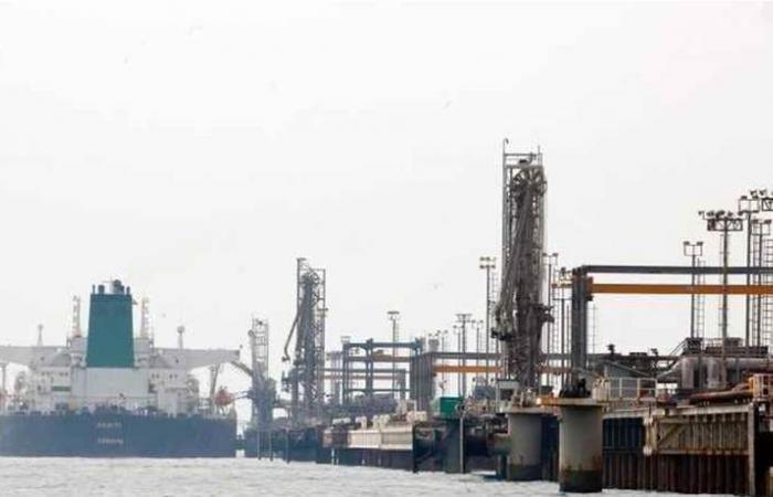 تركيا تستأنف استيراد النفط الإيراني