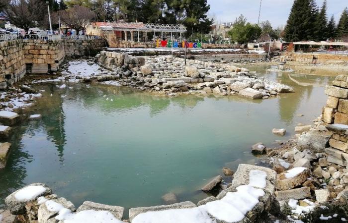دفق المياه في بحيرة البياضة وبلدية بعلبك تجرف الثلوج عن الطرق