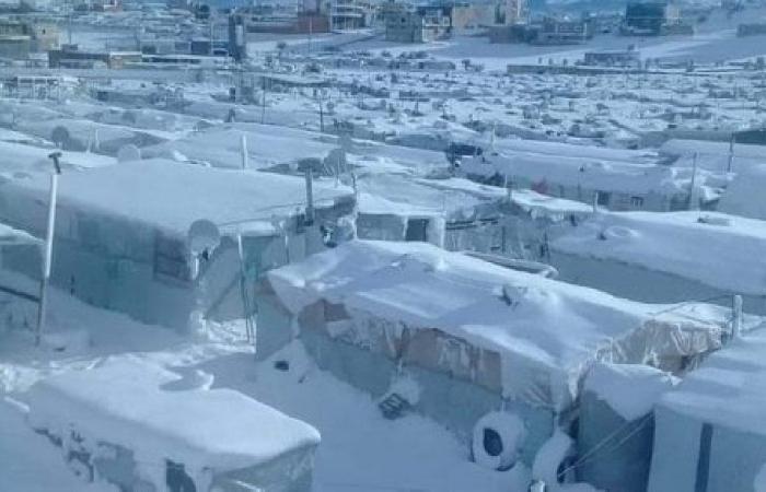 الظروف المناخية القاسية تهدد 850 مخيمًا للّاجئين