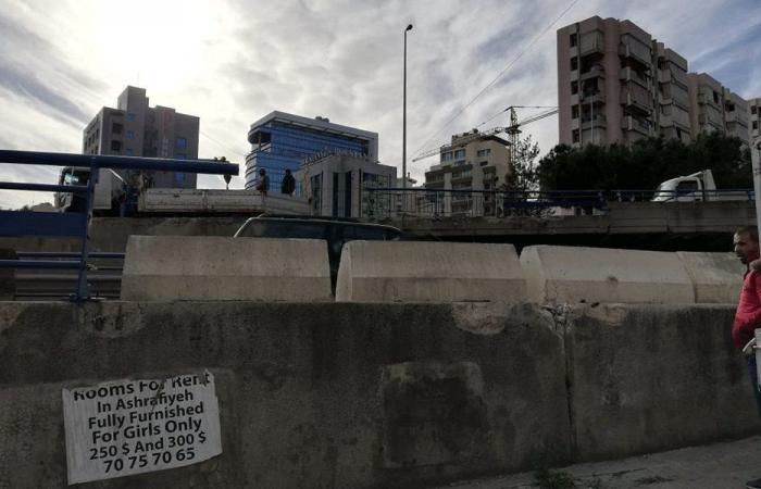 """بلوكات """"نيوجيرسي"""" على جزء من جسر الهراوي"""