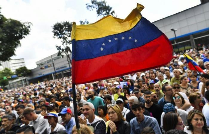 رئيس البرلمان المعارض يدعو إلى تعبئة لتشكيل حكومة انتقالية في فنزويلا