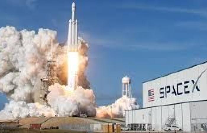 """إلون ماسك يعرض نموذجًا أوليًا عن صاروخ """"سبايس إكس"""" المقبل"""