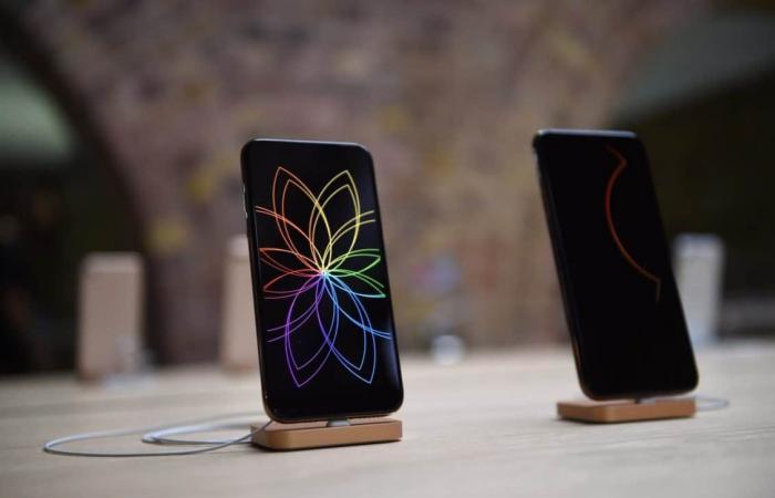 تقرير: هواتف آيفون تتخلى عن شاشات LCD لصالح OLED