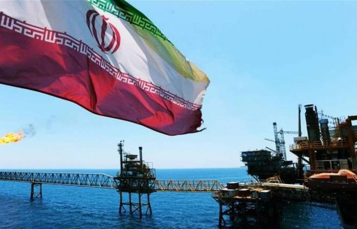روحاني يكشف عن حقل نفطي جديد في إيران