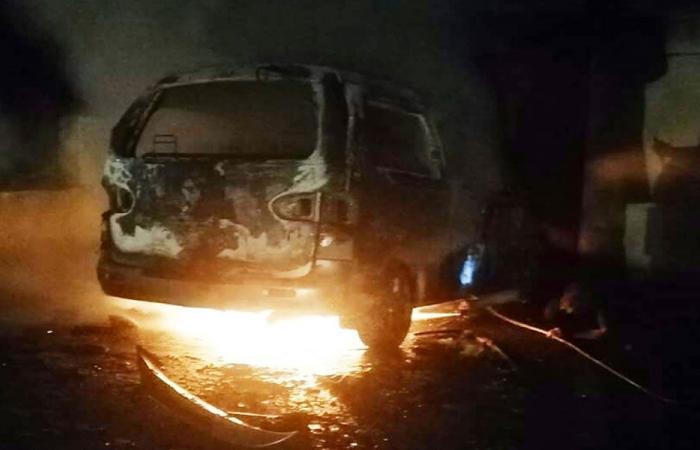 بالصورة: احراق فان للركاب في مزرعة بلدة العكارية