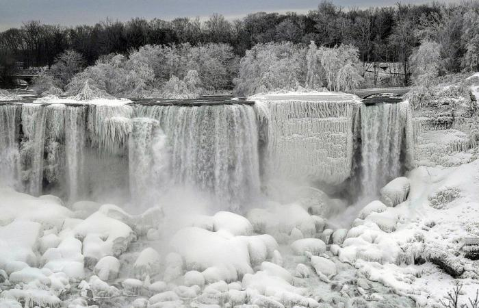 بالفيديو والصور: تجمّد مياه شلالات نياغارا!