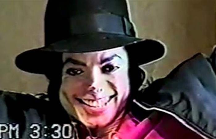 نشر فيديو صادم لمايكل جاكسون خلال استجوابه حول 'اغتصاب أطفال'!
