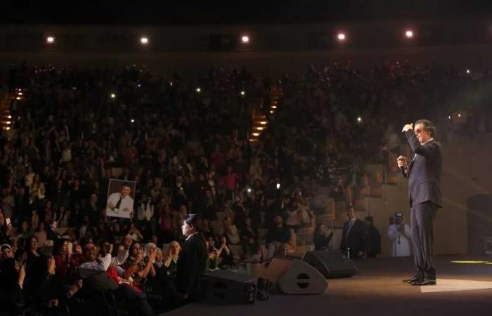 من الفنان الذي دعاه راغب علامة للغناء معه على مسرح الشارقة؟ (صور)