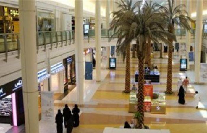 الخليج | راقصة في مجمع تجاري بالسعودية تثير موجة غضب عارمة (فيديو)