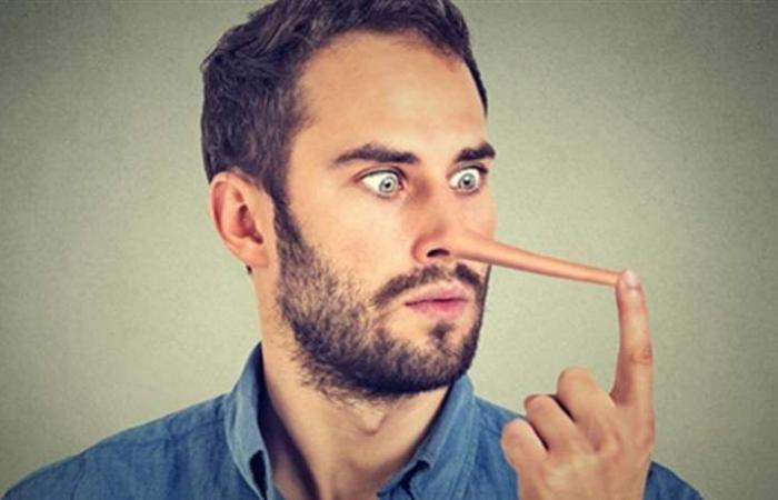 اشارات تكشف لكِ أنّ الرجل يكذب!